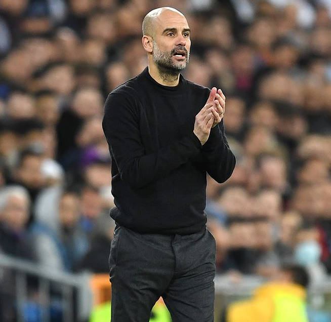 A look at Pep Guardiola. See how calmly he studies the tempo of the match.